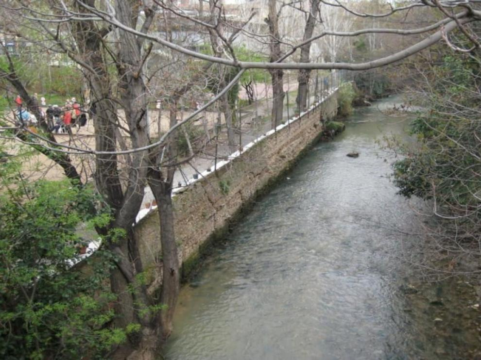 El río Huerva a su paso por Zaragoza.