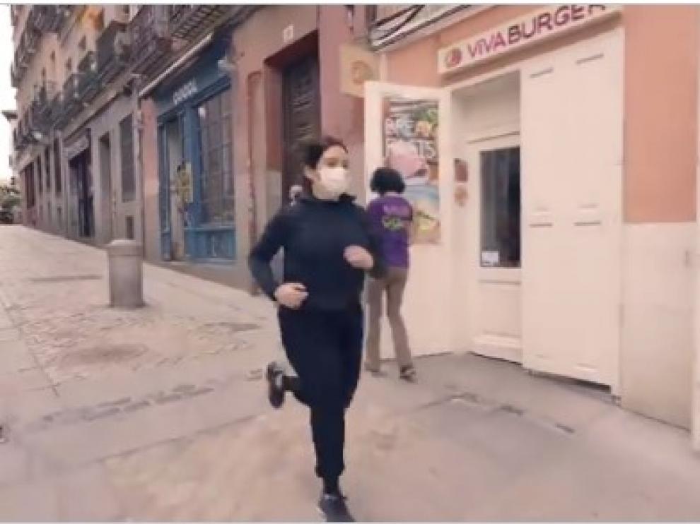 Ayuso se promociona corriendo en un vídeo en sus redes sociales