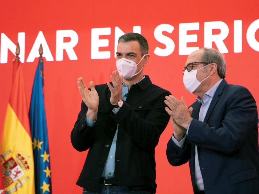 Pedro Sánchez junto a Ángel Gabilondo en un acto este domingo en Madrid