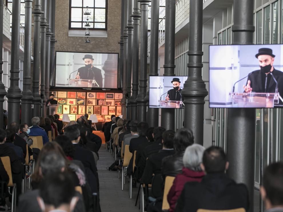 El evento se celebró en la sede del CADI (antiguo Matadero de Zaragoza). En la foto, un momento de la intervención de Isidro Ferrer.