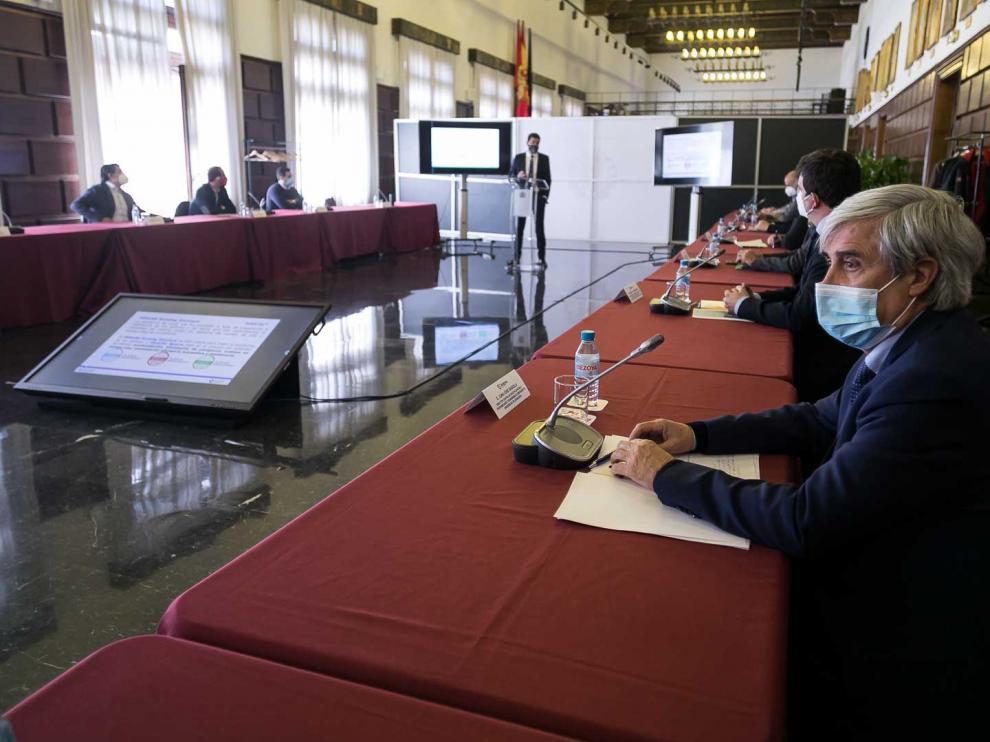 Jornada de trabajo en el Ayuntamiento de Zaragoza sobre la importancia de regular la calidad del aire.