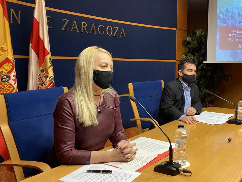 La diputada delegada de Cultura de la Diputación de Zaragoza, Ros Cihuelo, y el técnico del servicio de Cultura, Juventud y Deporte Alejandro Laguna.