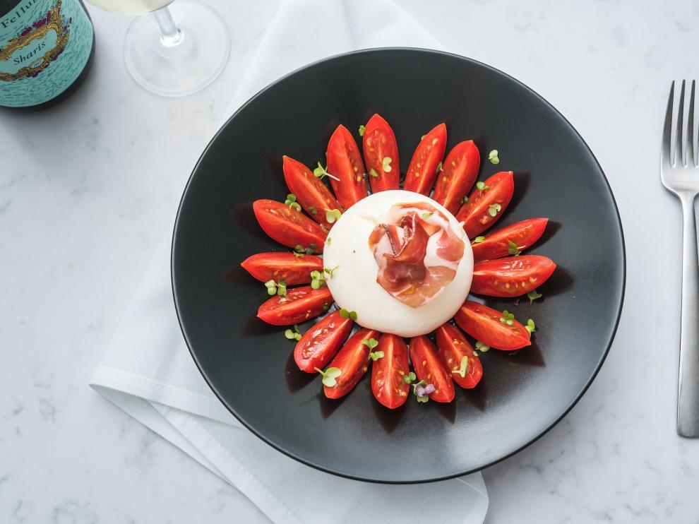 La burrata y el tomate son un magnifico 'match' para cualquier paladar.