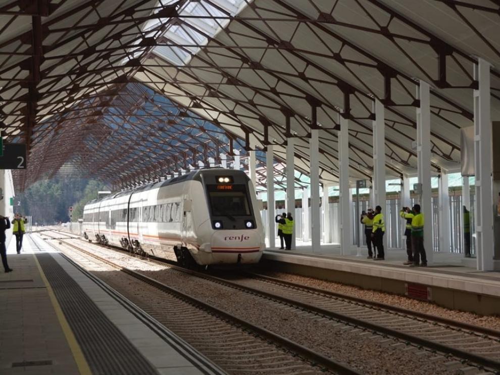 Llegada del tren a la estación de Canfranc