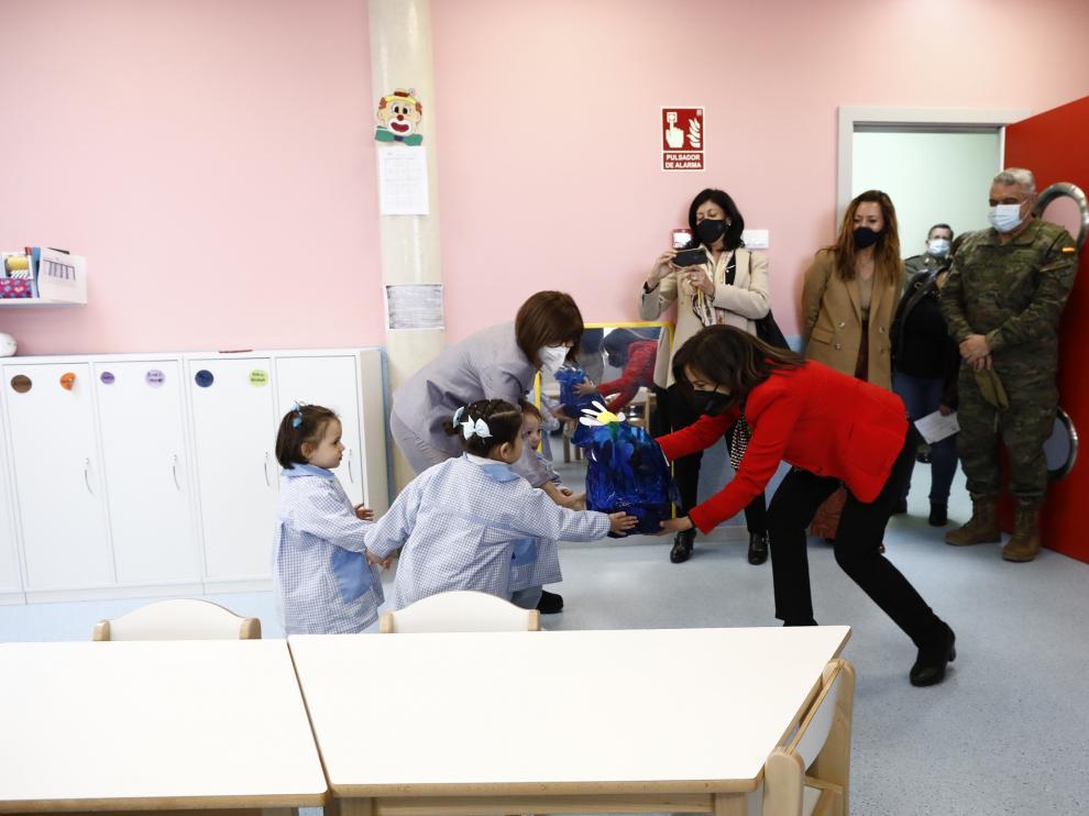 Visita de Margarita Robles a la base San Jorge de Zaragoza
