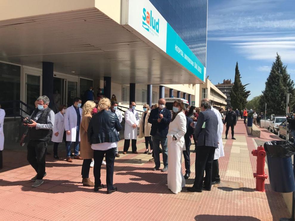 La consejera Sira Repollés, a su llegada al Hospital San Jorge de Huesca.