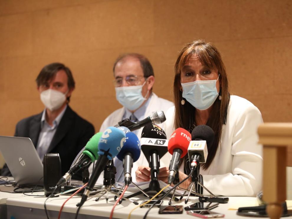 Sira Repollés, durante su visita al Hospital San Jorge de Huesca.