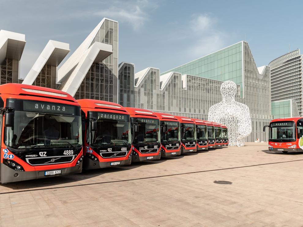 Parte de la flota de autobuses híbridos y eléctricos de la capital aragonesa.