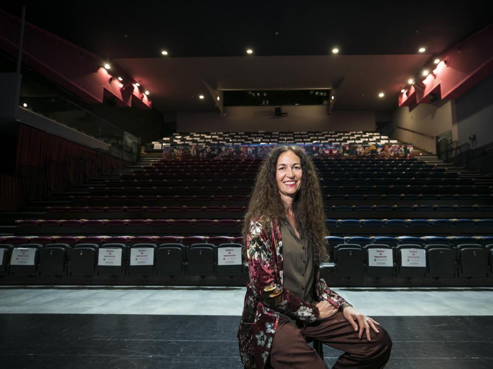 María López, en el escenario del Teatro de las Esquinas, cuya actividad va recuperando el tono tras el cierre obligatorio por la covid.