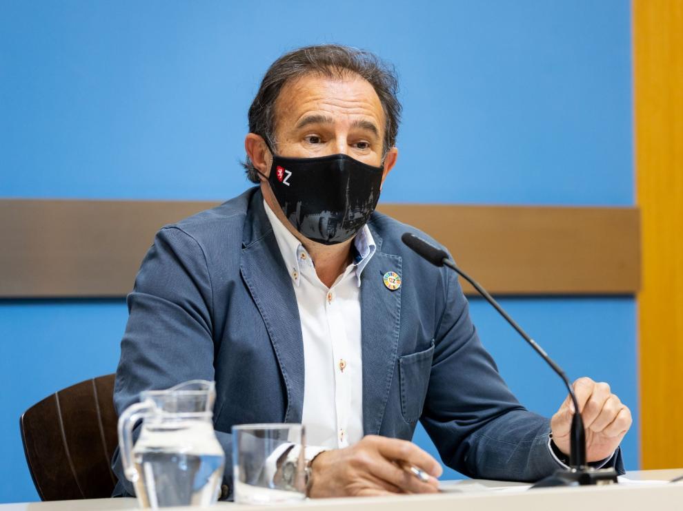 El concejal de Acción Social, Ángel Lorén, durante la rueda de prensa de este martes.