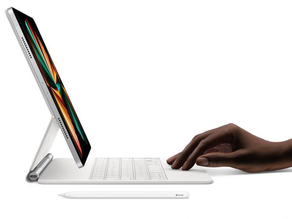 El nuevo iPad Pro con M1 y la nueva funda con teclado y trackpad, ahora en blanco