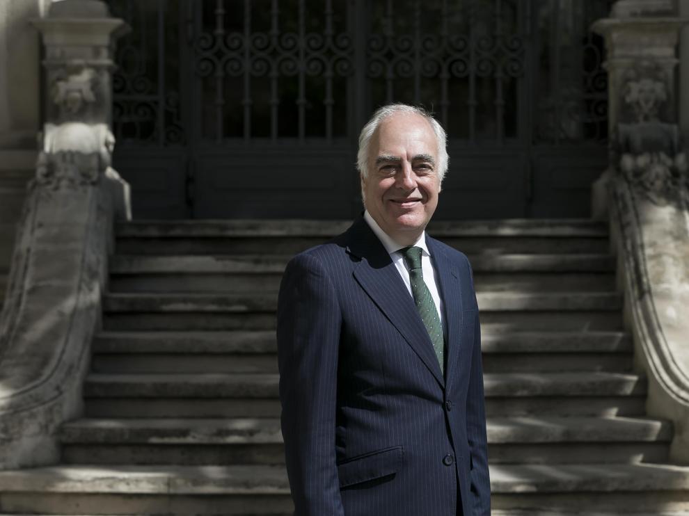 José Luis Rodrigo Escrig, ante la sede de la Fundación Bancaria Ibercaja
