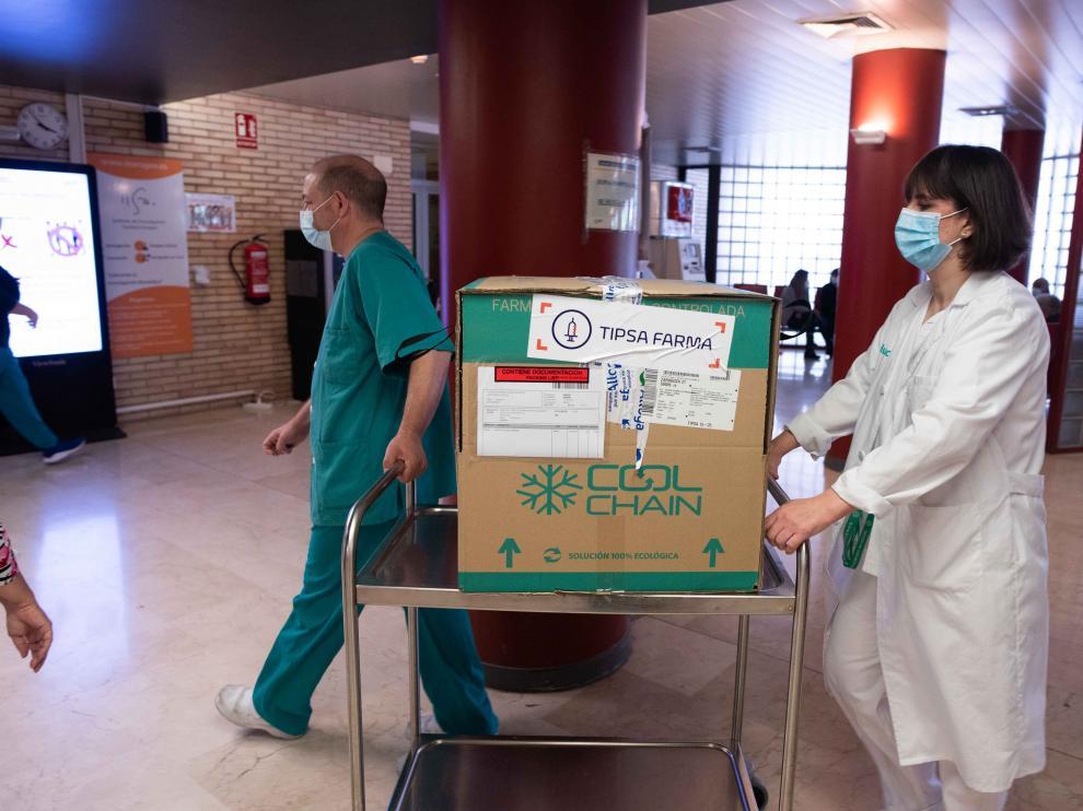 Llegada de las vacunas de Janssen al Clínico