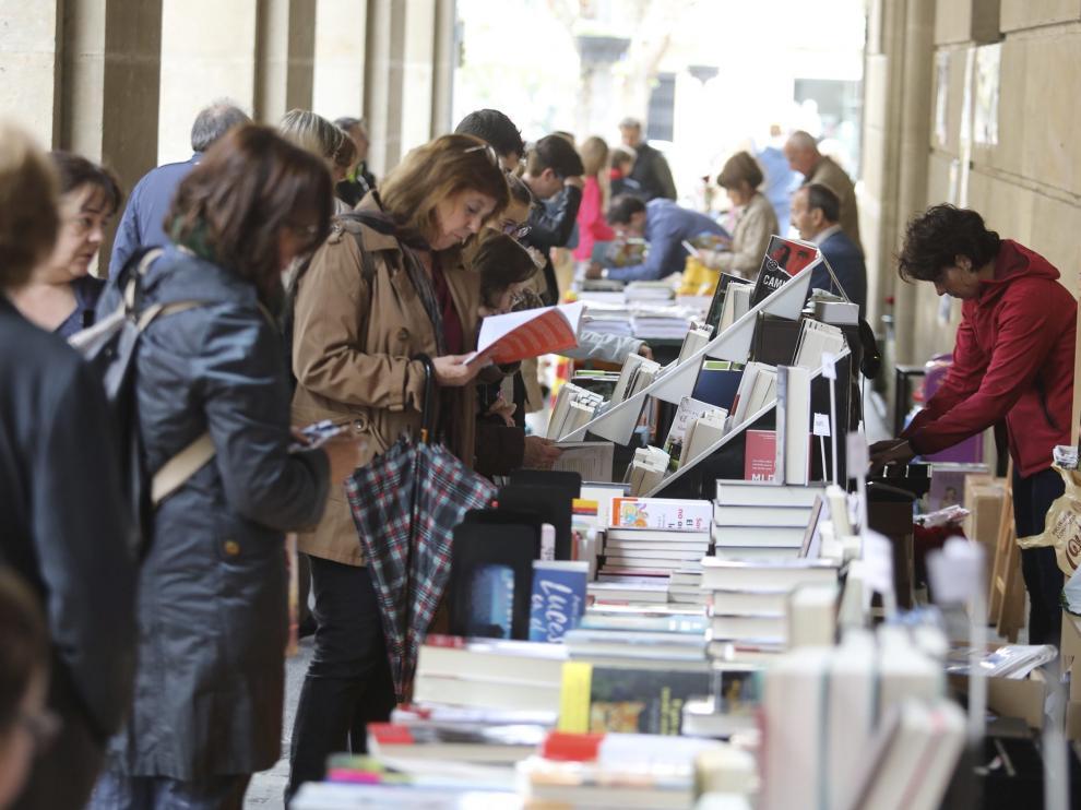 Foto de archivo de la celebración del Día del Libro en Huesca por la festividad de San Jorge.