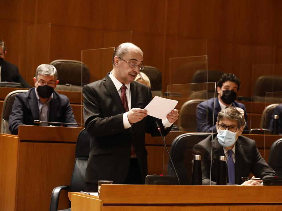 Javier Lambán, durante una intervención en el pleno de las Cortes de Aragón.