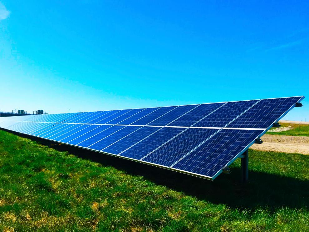 CaixaBank apuesta por las energías verdes y sostenibles.