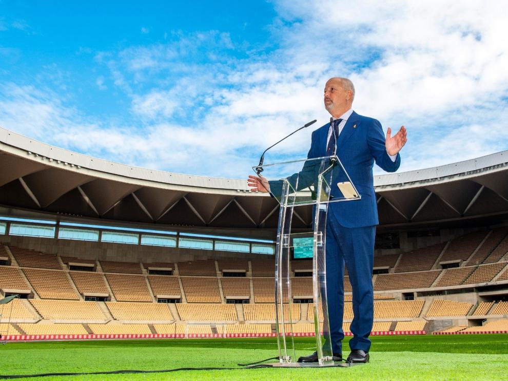 Javier Imbroda, consejero de Deportes de la Junta de Andalucía en el estadio de la Cartuja.