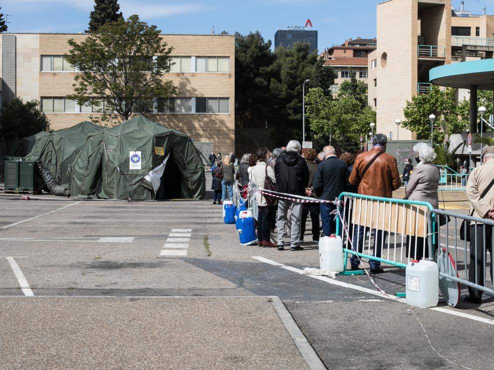 Comienza la vacunación de Janssen en Aragón: carpa del Hospital Clínico de Zaragoza