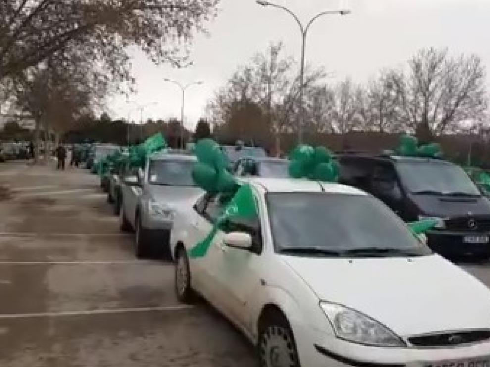 Caravana de coches con globos verdes convocada por Teruel Existe