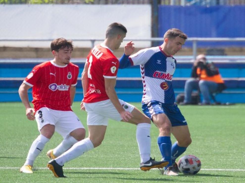 Los jugadores del Ebro firmaron un buen partido, pero no acabaron de materializar sus ocasiones.