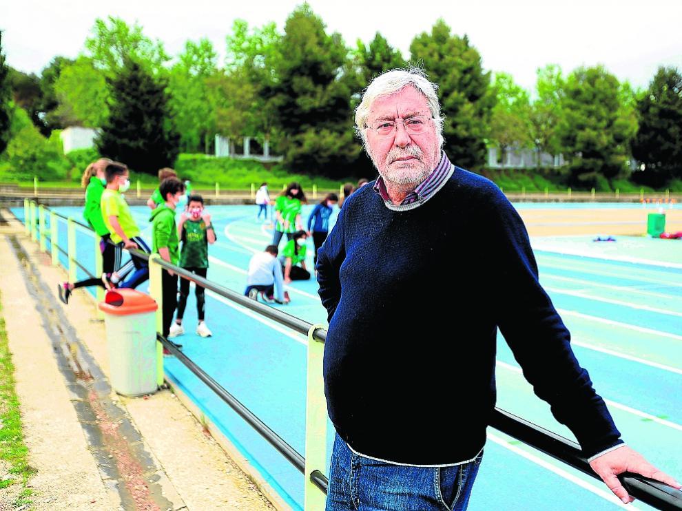 Roberto Dieste, en la pista de atletismo de la Ciudad Deportiva José María Escriche de Huesca