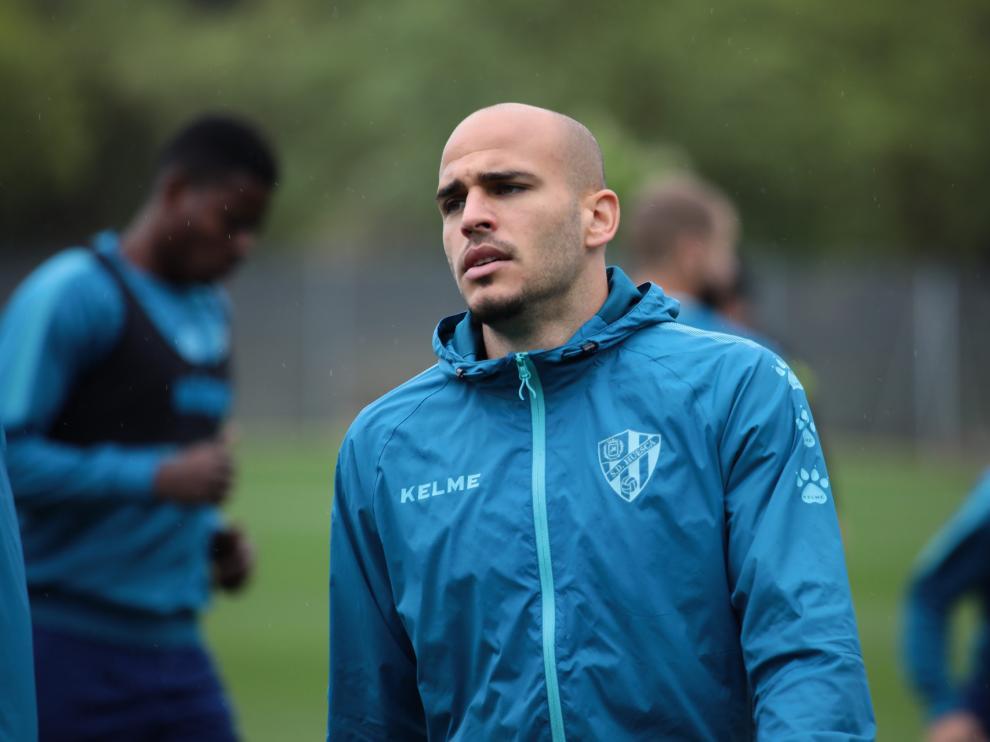Sandro Ramírez, durante el entrenamiento de este martes de la SD Huesca.