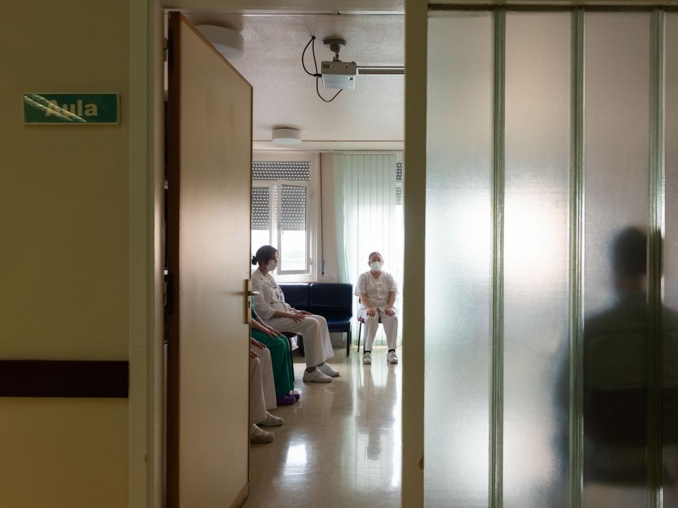 Sesión de meditación para el personal sanitario en la planta 10 del hospital Miguel Servet de Zaragoza.