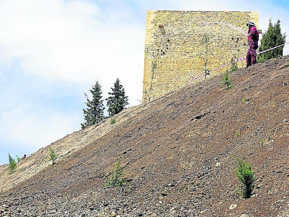 Trabajos de regeneración del entorno de la muralla de Albarracín