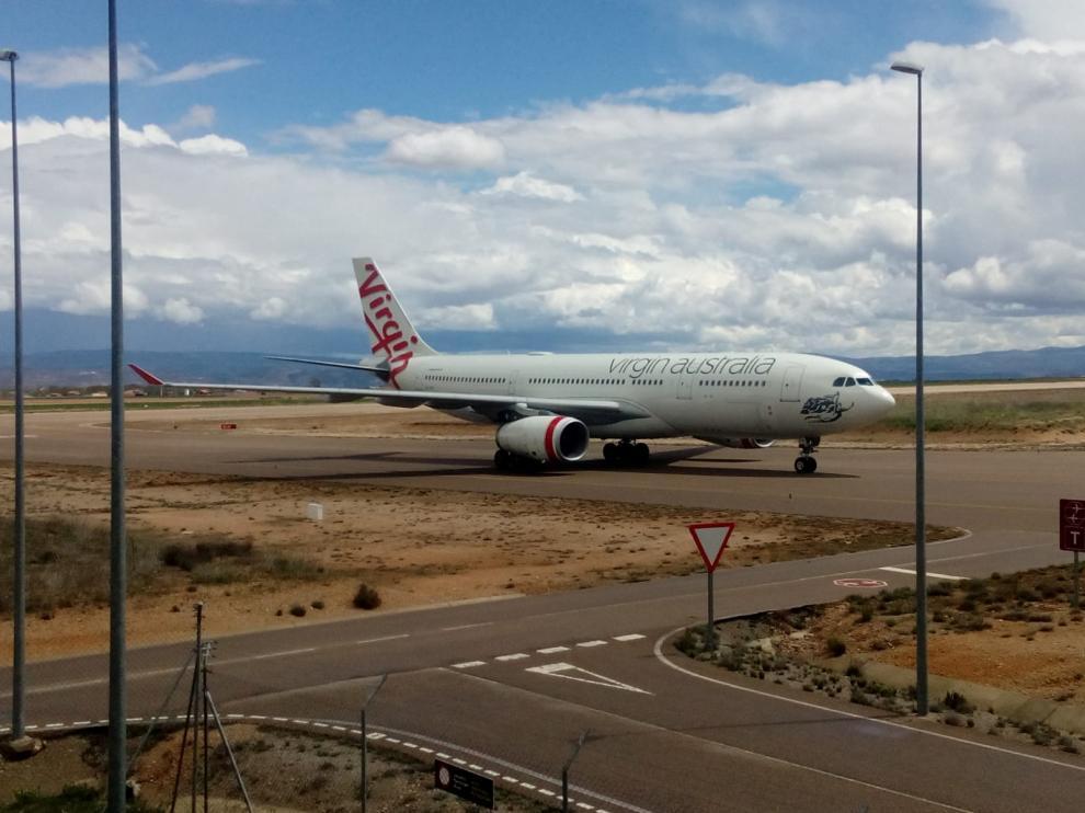 Avión llegado al aeropuerto de Teruel este miércoles procedente de Ginebra.