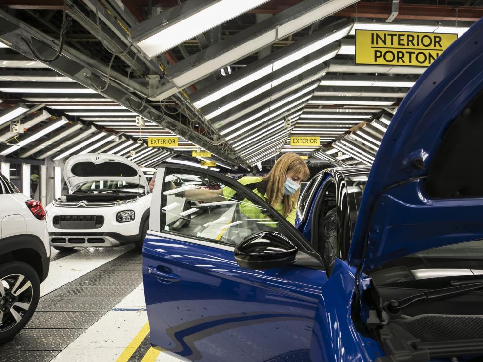 Cadena de montaje de Opel España, del grupo Stellantis, en Figueruelas