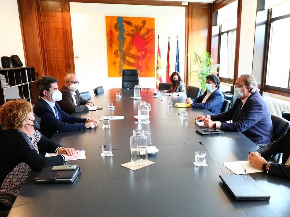 Asistentes a la reunión celebrada este jueves en Zaragoza.