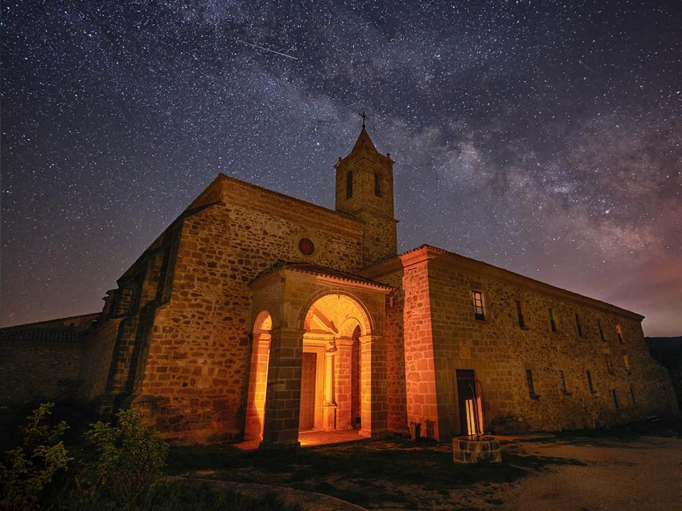 El turismo de estrellas es uno de los atractivos del Monasterio del Olivar, en Estercuel.