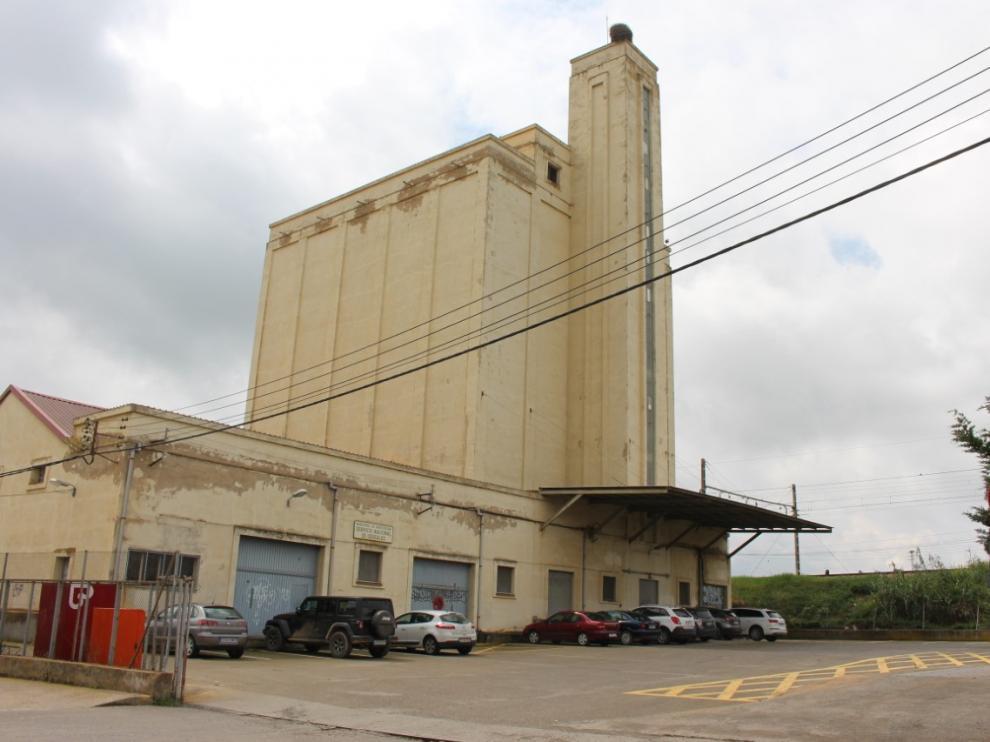 Foto del silo del Fega, en Binéfar.