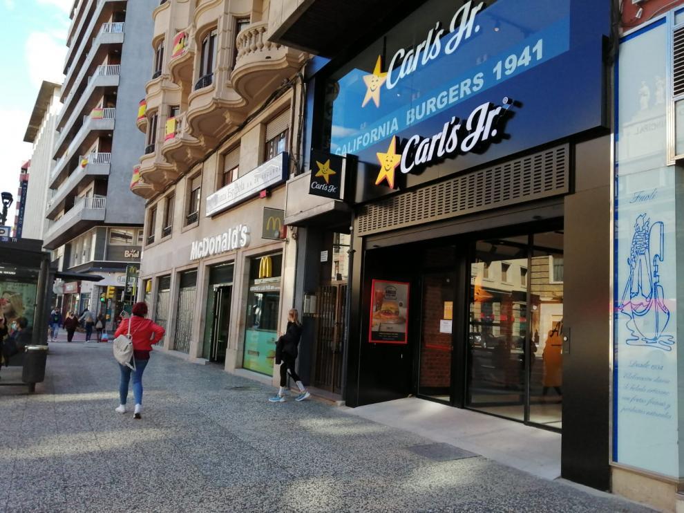 Hamburguesería Carl's Jr. en el centro de Zaragoza.