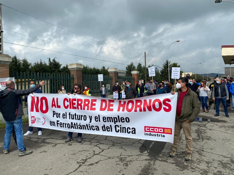 Protesta de la plantilla de Ferroatlántica este jueves en Monzón