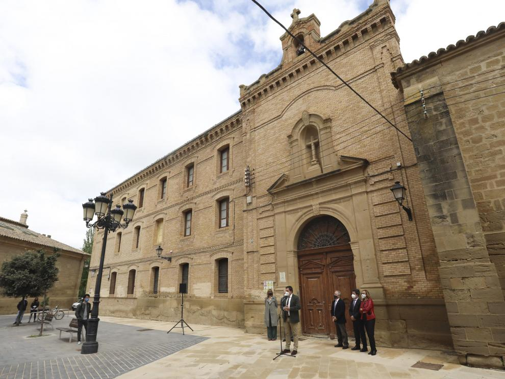 Fachada principal del antiguo Seminario de Huesca, hacia la plaza Universidad.