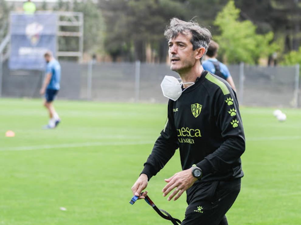 Pacheta, técnico de la SD Huesca, en el entrenamiento de este viernes.