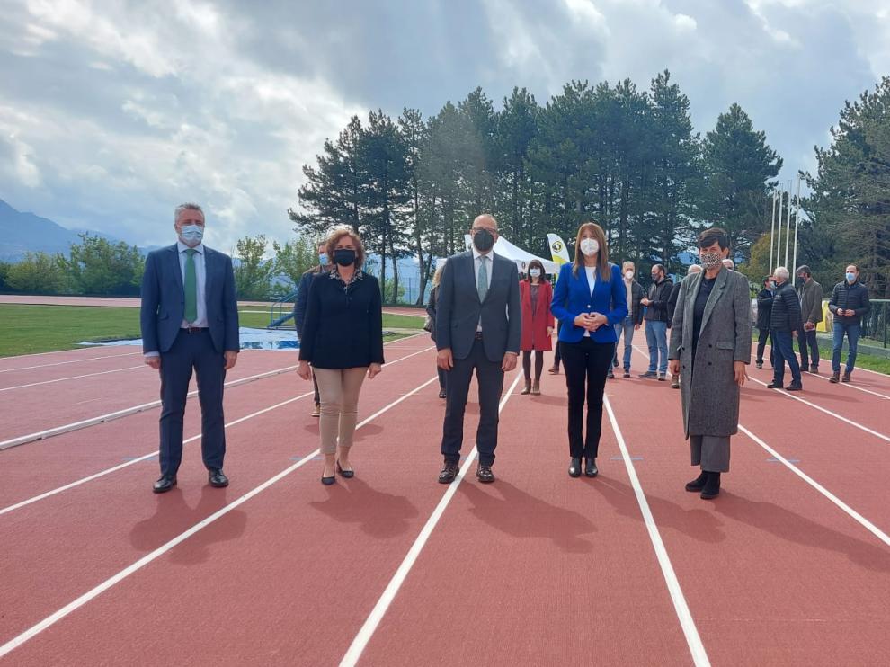 Renovada pista de atletismo de Sabiñánigo