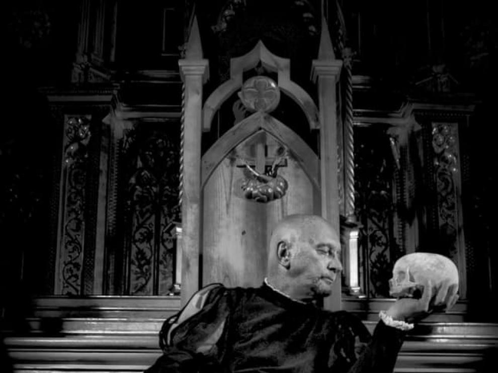 El actor y director teatral Zarko Miladinovich caracterizado para interpretar 'Hamlet'.