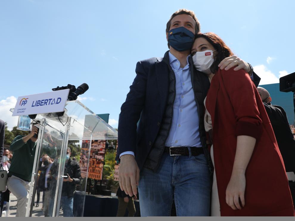 Pablo Casado e Isabel Díaz Ayuso, en el acto electoral de este sábado en Majadahonda.