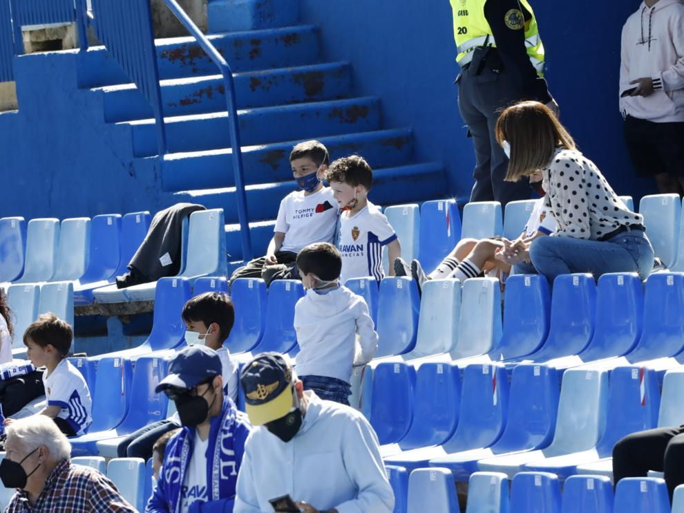 La afición vuelve a la Romareda para ver el Deportivo Aragón-Barbastro, el primer partido con público tras el cierre por la pandemia.