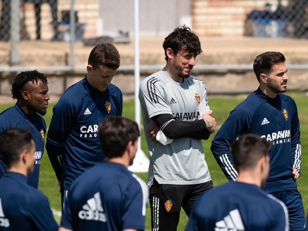 Cristian Álvarez, con el resto de compañeros en el entrenamiento del sábado pasado al regreso de Lugo.