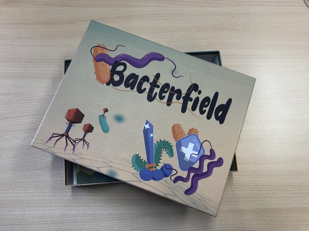 El juego ha sido desarrollado por las investigadoras Elena Atrián e Isabel Franco, del Instituto de Nanociencia y Materiales de Aragón, INMA, instituto mixto entre el CSIC y la Universidad de Zaragoza