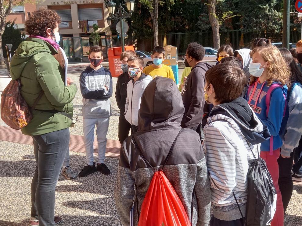 Los alumnos, en la plaza del Portillo de Zaragoza