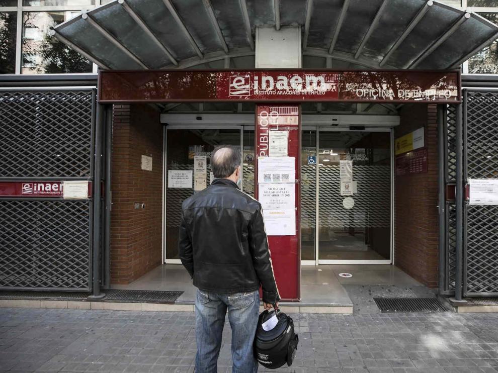 Oficina del INAEM de la calle Santander de Zaragoza con oficina del SEPE dentro.