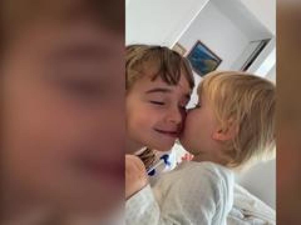 El entorno de la madre de Olivia y Anna, las niñas desaparecidas en Tenerife hace una semana, al igual que su padre, ha distribuido un vídeo de las pequeñas con la idea de que tenga la mayor difusión posible.