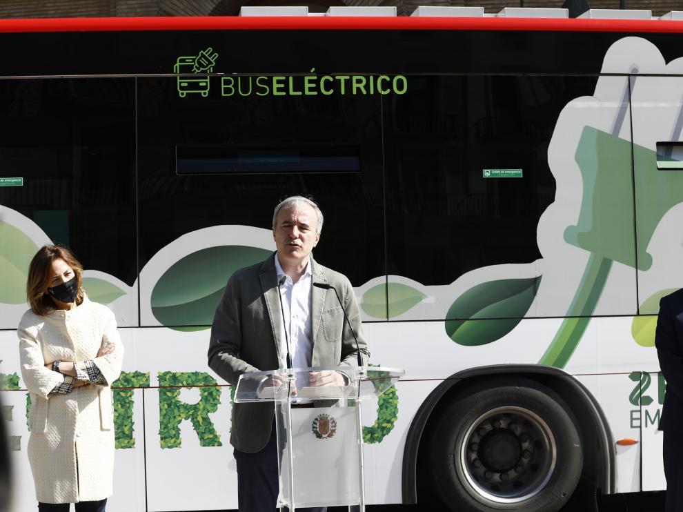 Jorge Azcón anuncia la compra de 68 autobuses eléctricos para Zaragoza