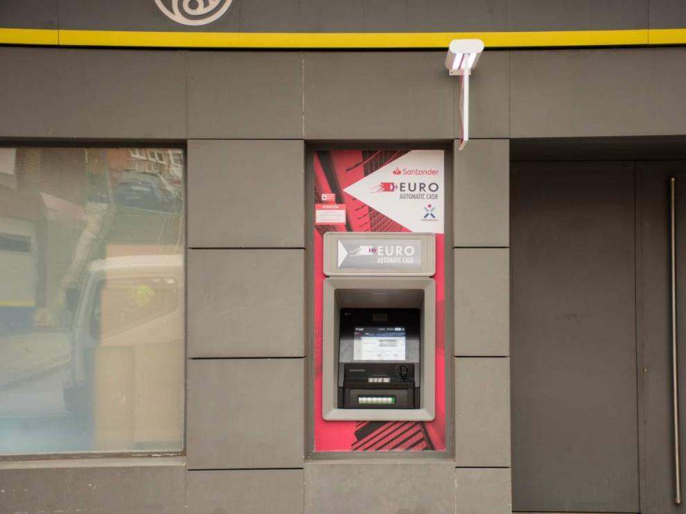 Cajero automático instalado en una oficina de Correos en Madrid.