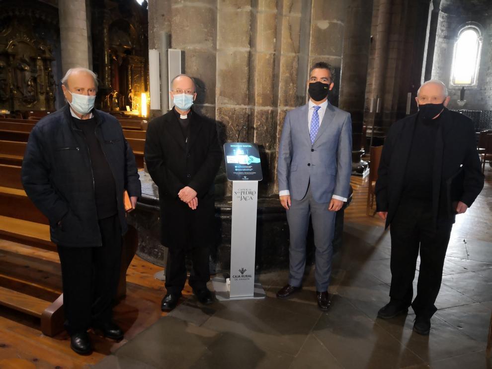 Inauguración del cepillo digital instalado en la catedral de Jaca.