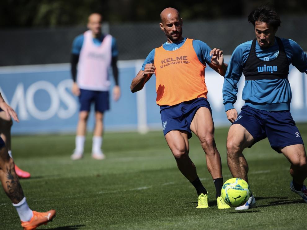 Mikel Rico, durante el entrenamiento de la SD Huesca de este martes en el Pirámide.